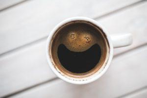 Koffie verkleurd je tanden